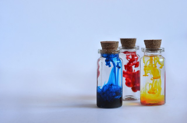 lahvičky s barvivem